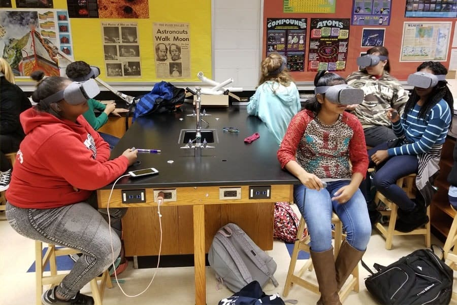 Collaborative VR Learning